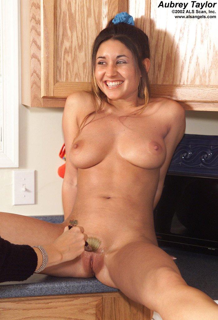 Nude aubrey taylor Ashton Taylor